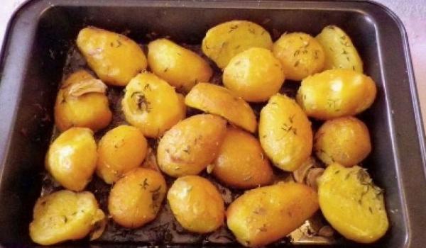 Печени картофи с мащерка и лимон