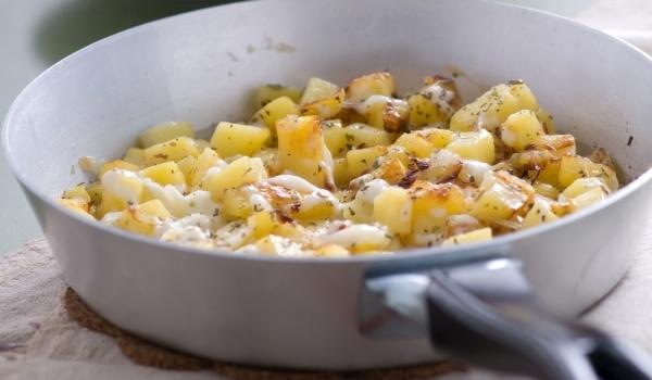 Картофи на тиган със сирене
