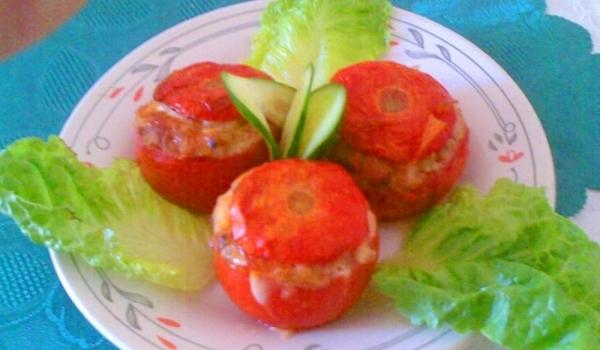 Предястие с пълнени домати
