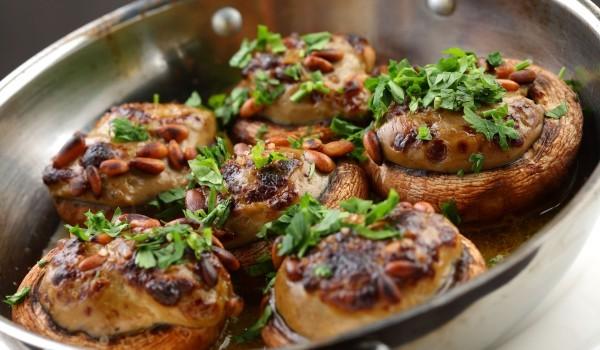 Пълнени гъби с пиле и топено сирене