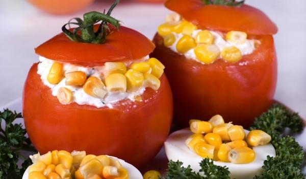 Домати пълнени с печена царевица