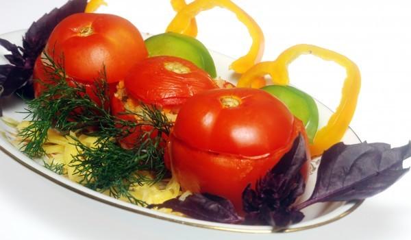 Фаршировани домати с риба тон