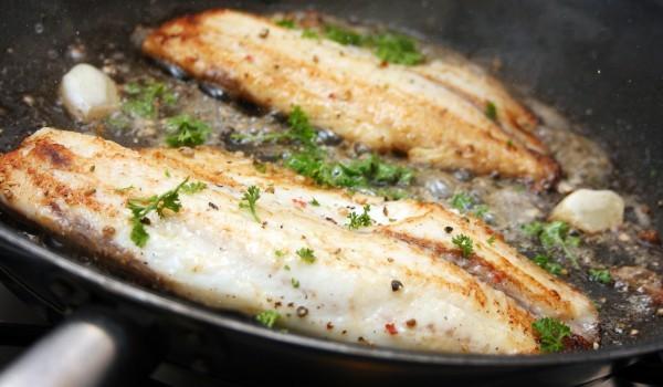 Попарен чесън с риба