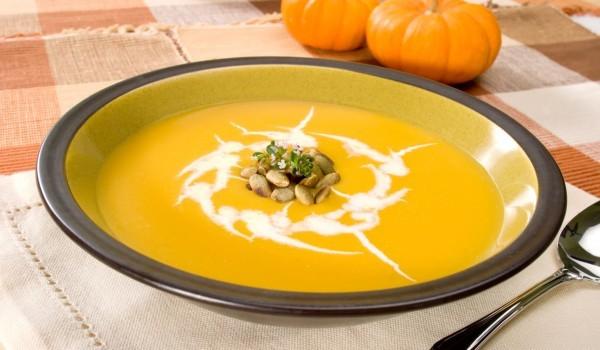 Тиквена супа с крутони