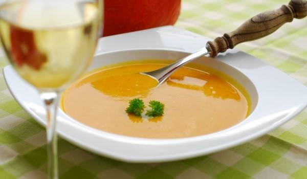 Крем супа от тиквички с домати