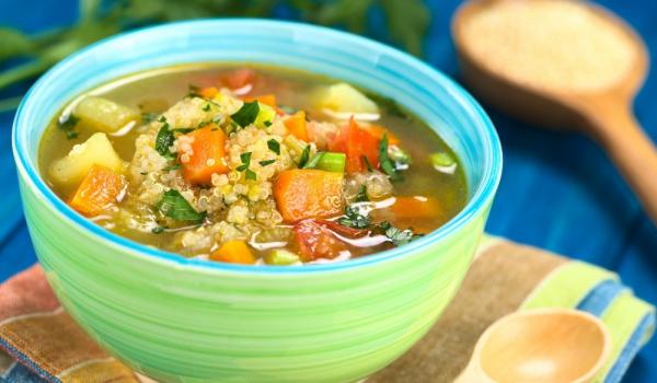 Супа с киноа и домати