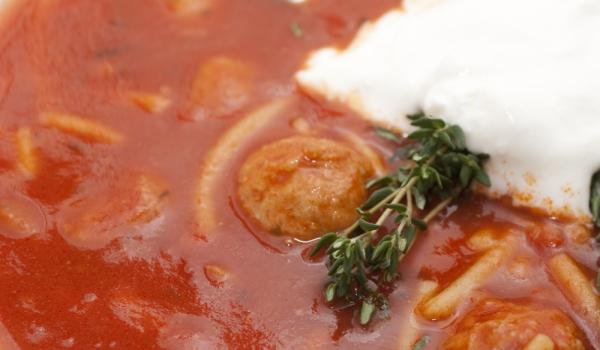 Супа със спагети и кюфтенца