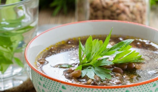 Супа с леща, гъби и босилекови топчета
