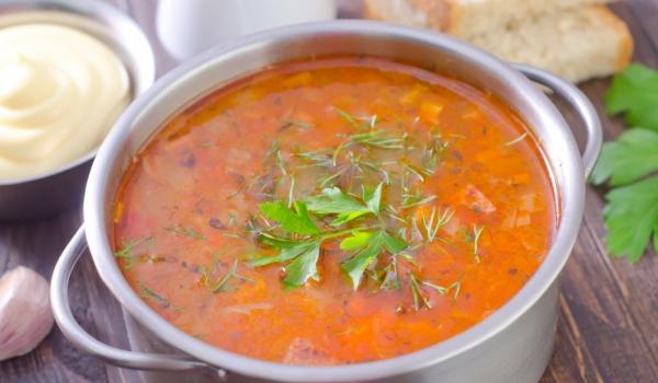 Доматена супа с моркови