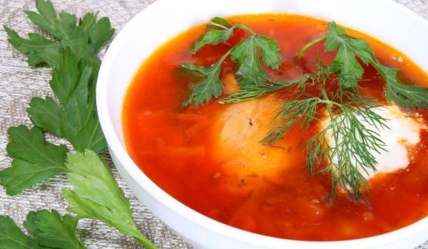 Доматена супа с яйца и соев сос