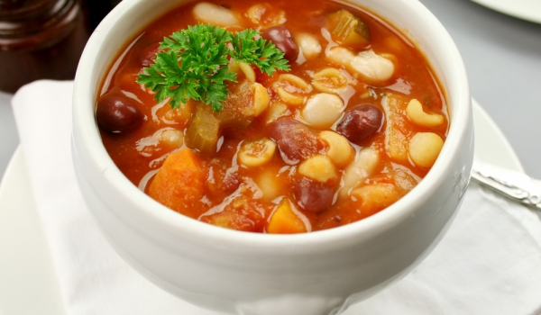 Зеленчукова супа с боб и макарони