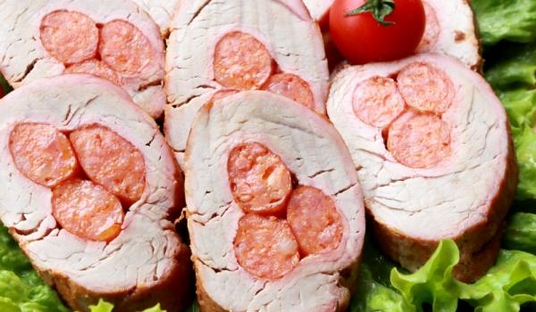 Пълнена свинска плешка с наденички