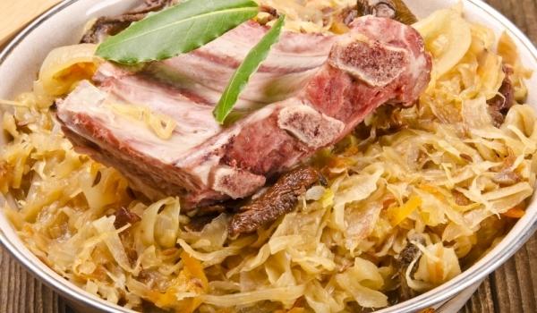 Свински ребра с кисело зеле по селски