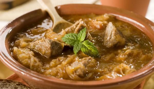 Яхния от свинско месо с кисело зеле