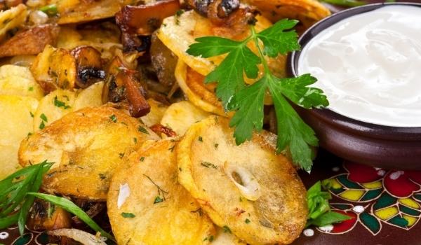 Печени картофи с гъби и синьо сирене