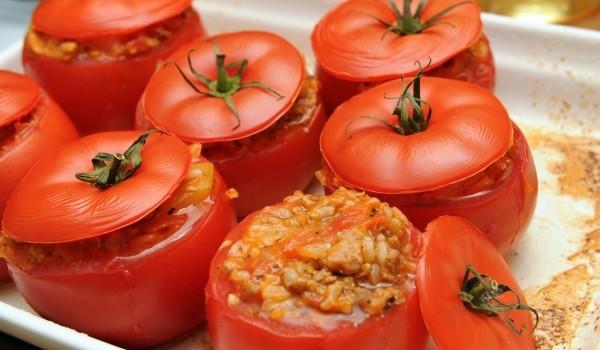 Пълнени домати с булгур и кайма