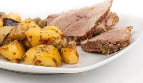 Картофи с месо на фурна