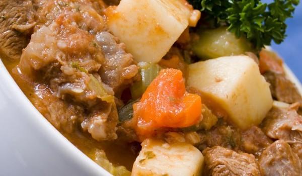 Яхния със свинско, картофи и тиква