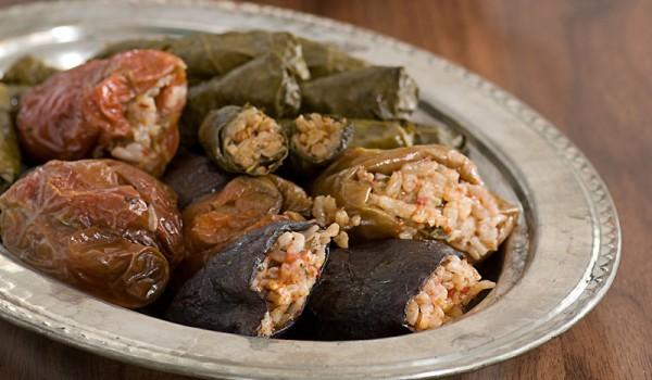 Пълнени чушки с кълцано месо и гъби