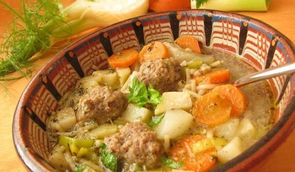 Яхния с кюфтета и картофи