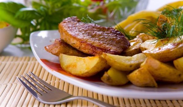 Свински котлети с картофи