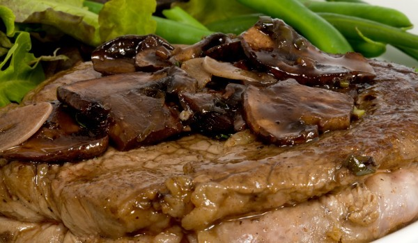 Свински пържоли със сос