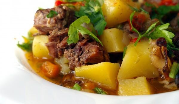 Свинско със зеленчуци в гърне
