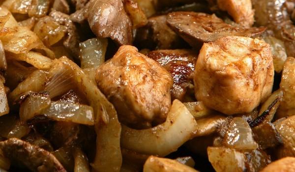 Свинско месо с гъби и праз