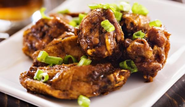 Пилешки крилца по кантонски