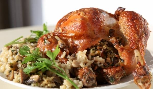 Пълнено пиле с ориз и гъби