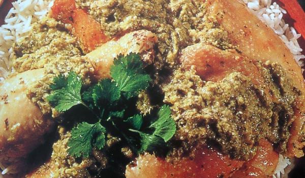 Пиле в зелен бадемов сос