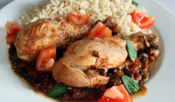 Яхния с пиле, чушки и боб