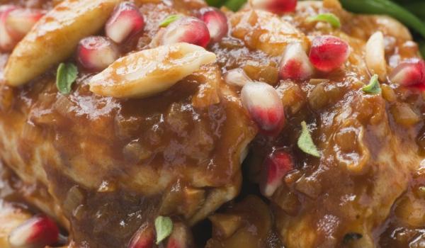 Пиле в сос от бадеми и нар