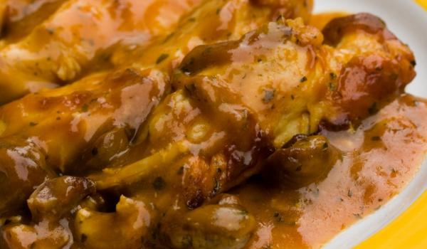 Пиле в сос от кестени