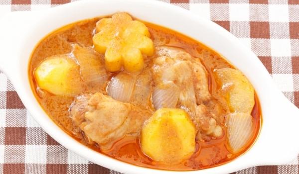 Пиле със сос къри