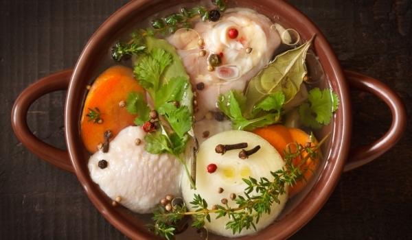 Задушено пиле с картофи и зеленчуци