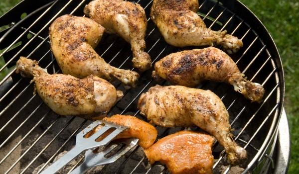 Ароматни пилешки бутчета на скара