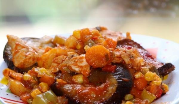 Зеленчуци с пиле на фурна