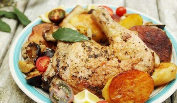 Пилешки бутчета с картофи и гъби