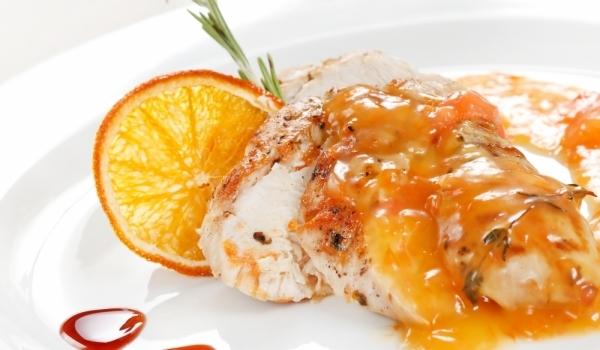 Пиле в портокалов сос