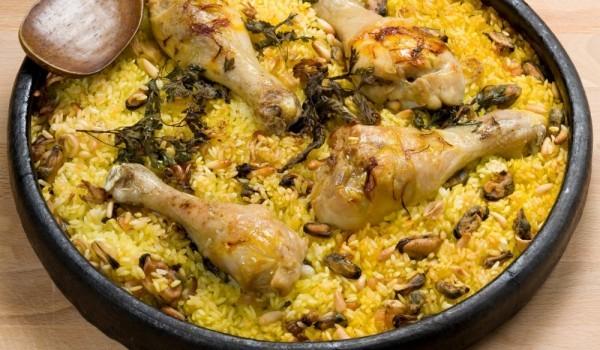 Пилешки крилца с ориз и гъби