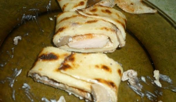 Пилешко с гъби и сметана в палачинка
