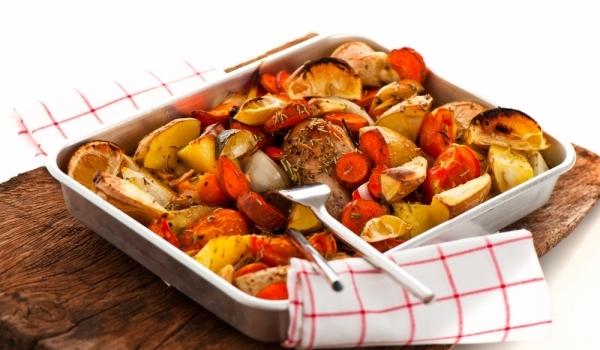Пиле със зеленчуци и вино на фурна