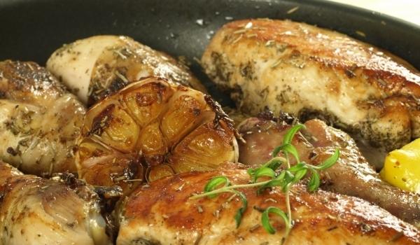 Пилешко с бяло вино и чесън