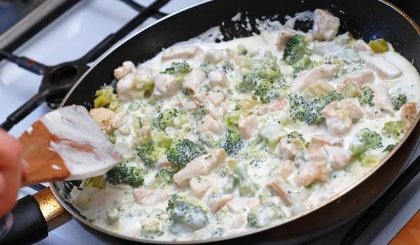 Пиле с броколи и гъби