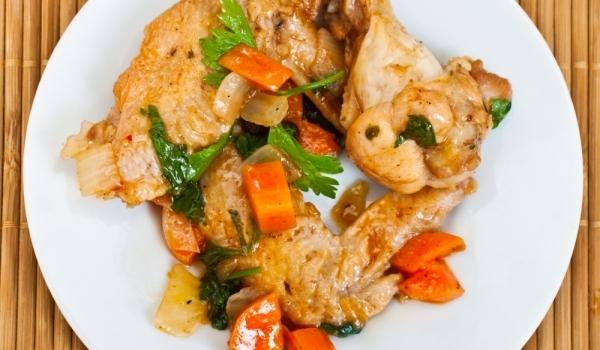 Къри крилца със зеленчуци