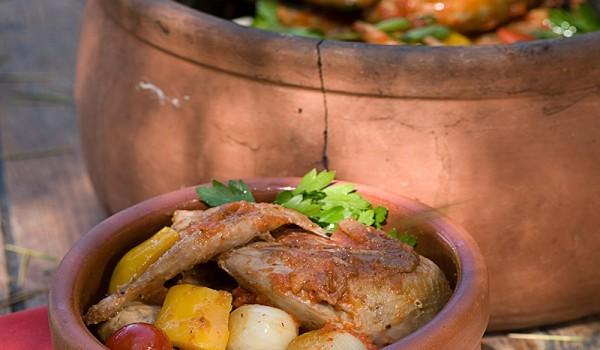Пиле с картофи в гювеч