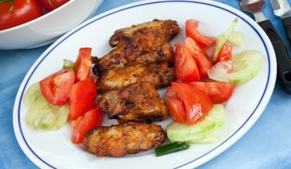 Мариновани пилешки крилца на скара