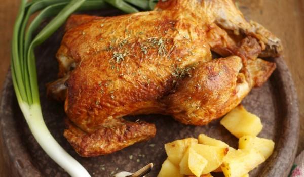 Печено пиле с чеснова коричка