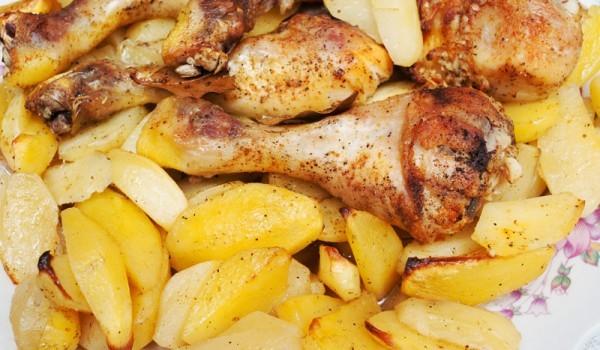 Пиле с картофи и сос от зеленчуци